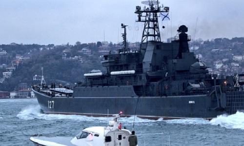 Tàu đổ bộ Minks 127 của Nga. Ảnh: Twitter.