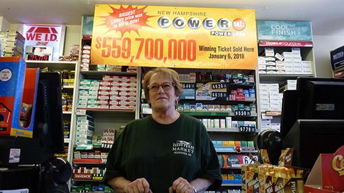 Nhân viên siêu thị đã bán ra chiếc vé trúng độc đắc 560 triệu USD ởthị trấnMerrimack,bangNew Hampshire