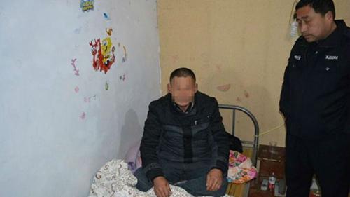 Cảnh sát giam giữ nghi phạm trộm cắp nằm ngủ trong ngôi nhà ởhuyện Phụ Nam, tỉnh An Huy