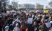 Hàng nghìn học sinh Mỹ ra khỏi lớp trong giờ học để yêu cầu kiểm soát súng
