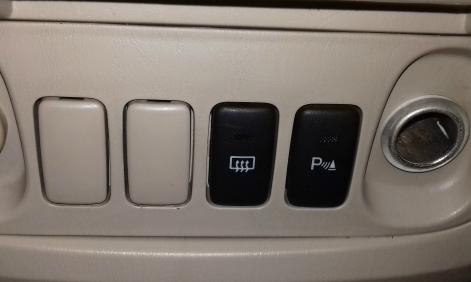 Ký hiệu lạ trên xe Innova?