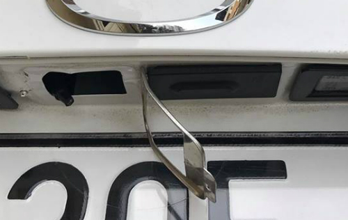 Camera lùi của Mazdarất dễ tháo hay cậy, giá thiết bị này tại hãng khá cao.