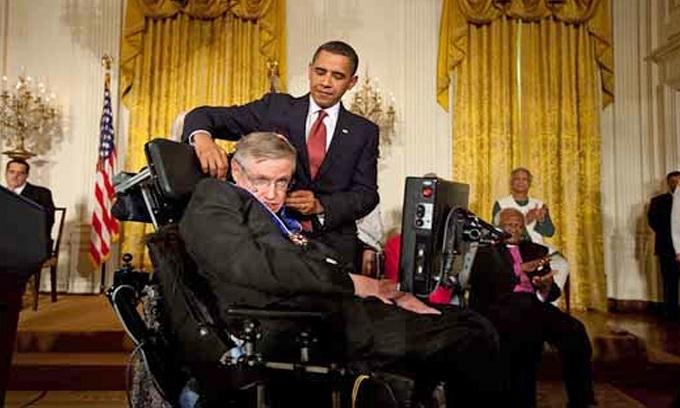 Những dấu mốc trong cuộc đời ông hoàng vật lý Stephen Hawking