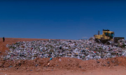 Cảnh sát Mỹ kiên trì tìm kiếm thi thể bị giấu hai năm trong bãi rác
