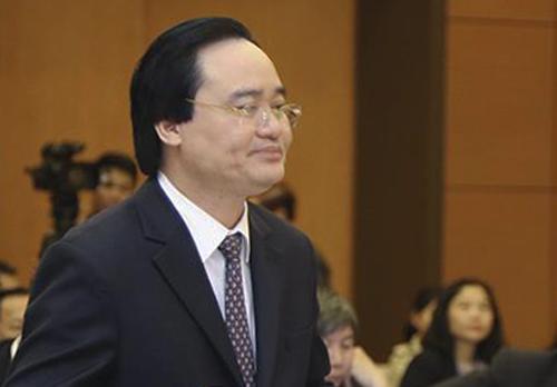 Bộ trưởng Phùng Xuân Nhạ thừa ủy quyền của Chính phủ trình bày tờ trình dự án Luật Giáo dục (sửa đổi). Ảnh: QH
