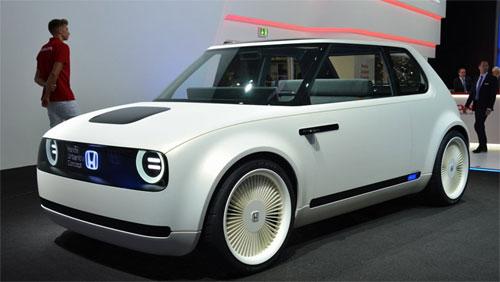 Honda Urban EV concept sở hữu ngoại hình ngộ nghĩnh. Xe chỉ có hai cửa. Ảnh: Digitaltrends.