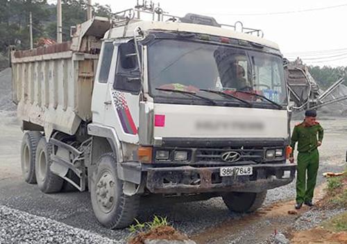 Chiếc xe tải hỏng phanh tông chết ông Hưng. Ảnh: Đức Hùng