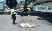 Tiếp viên bị thương nặng vì nhảy khỏi máy bay