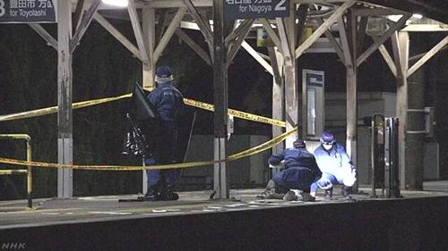 Các nhà điều tra tại hiện trường xảy ra án mạng ởga Meitetsu Mikawachiryu,thành phố Chiryu, tỉnh Aichi, Nhật Bản. Ảnh: NHK