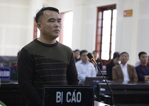 Nguyễn Đại Hiền nghe tòa tuyên án. Ảnh: Hải Bình.