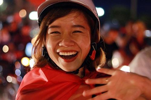 Nụ cười rạng rỡ của người hâm mộ Nha Trang khi U23 Việt Nam đánh bại U23 Qatar tiến vào trận chung kết lịch sử. Ảnh: Xuân Ngọc.