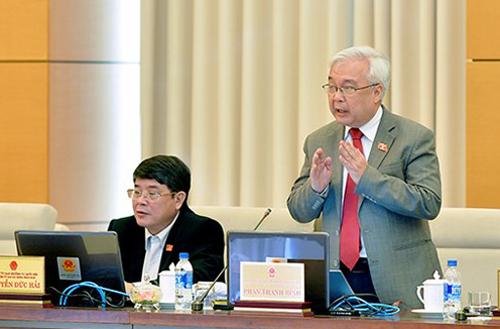 Chủ nhiệm Ủy ban Văn hóa Giáo dục Thanh niên Thiếu niên và Nhi đồng của Quốc hội Phan Thanh Bình phát biểu ngày 13/3. Ảnh: QH