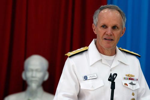 Phó đô đốc Philip Sawyer trong chuyến thăm Việt Nam. Ảnh: Reuters.