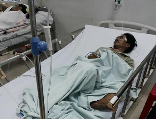Hai người đang được điều trị tại bệnh viện. Ảnh: Đại Hiệp.