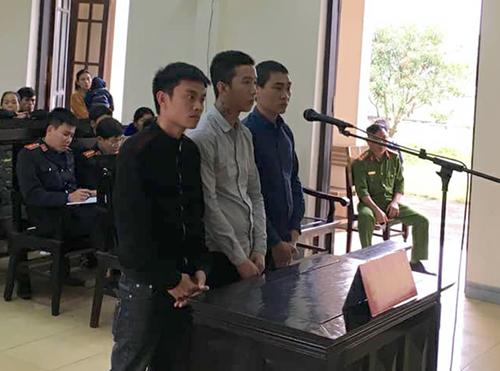 Ba bị cáo tại phiên tòa ngày 15/3. Ảnh: Đ.H
