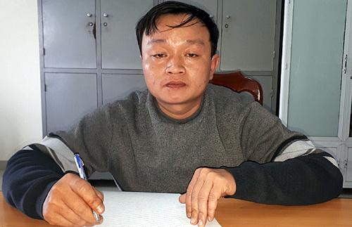 Nguyễn Đình Thương đến công an đầu thú. Ảnh: Công an cung cấp.