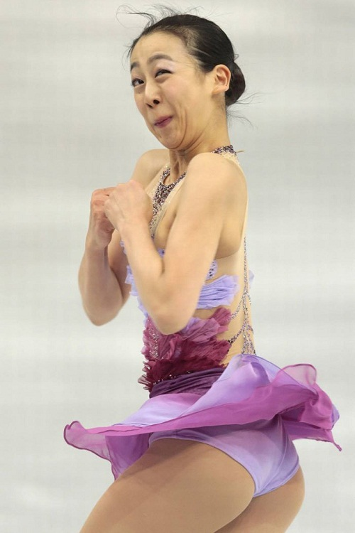 Biểu cảm khó đỡ của nữ vận động viên trượt băng nghệ thuật.