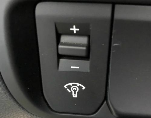 Nút bấm khó hiểu trên xe Kia Rio?