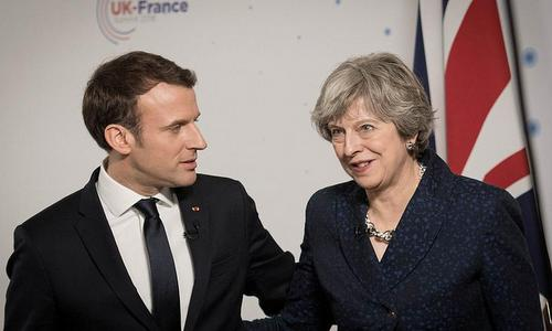 Tổng thống Pháp Emmanuel Macron (trái) và Thủ tướng Anh Theresa May. Ảnh: AFP.