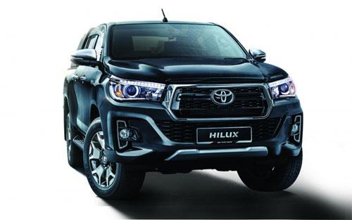 Hilux L-Edition sở hữu lưới tản nhiệt cỡ lớn hình lục giá, đèn pha LED.