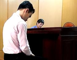 Huyền lặng lẽ tại tòa hôm nay. Ảnh: Bình Nguyên.