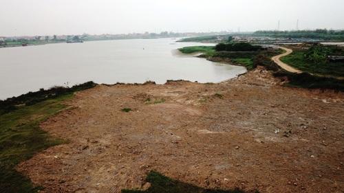 Theo chính quyền xã Hiệp Cát, vị trí bãi chôn rác thải công nghiệp trái phép bên sông Thái Bình trước kia là hố sâu, rộng được hình thành do chủ lò đào lấy đất đóng gạch.