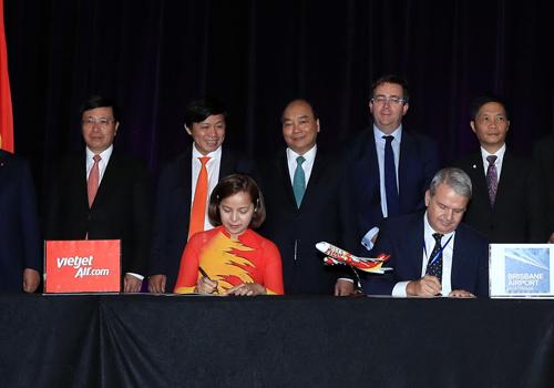 Thủ tướng Nguyễn Xuân Phúc chứng kiển lễ ký kết mở đường bay của hãng Vietjet.