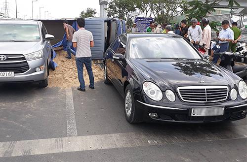 Chiếc Mercedes sau vụ việc. Ảnh: Sơn Hoà