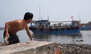 Hàng trăm tàu cá không thể ra khơi do cửa biển ở Thanh Hoá bị bồi lấp
