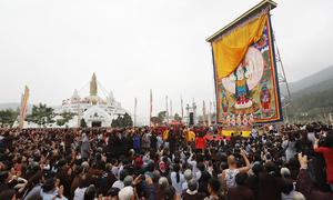 Hàng nghìn người xem khai mở tranh Phật khổng lồ ở Vĩnh Phúc