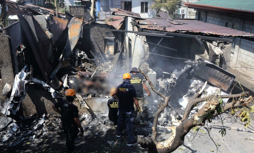 Lực lượng cứu hộ tại hiện trường vụ tai nạn. Ảnh: AFP.