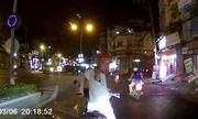 Vờ đụng xe máy, kẻ lạ mặt chặn đầu ăn vạ ôtô ở Sài Gòn