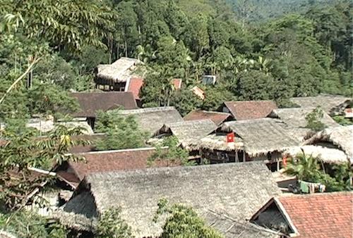 Bản làng ở xã Châu Phong, huyện Quỳ Châu. Ảnh:Kế Kiên.