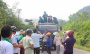 Người dân kéo ra tỉnh lộ chặn xe chở rác
