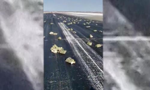 Máy bay Nga rải 'mưa vàng' gây sốt mạng tuần qua