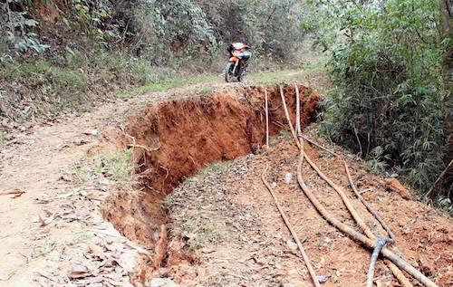 Vết nứt xẩy ra ở địa bàn khối 5, thị trấn Mường Xén.