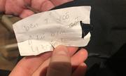 Dòng chữ tiếng Việt bí ẩn trong chiếc quần dài gây tranh cãi ở Anh