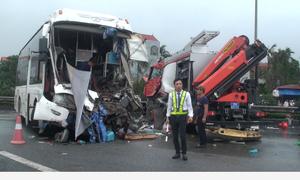 Bốn vụ tai nạn liên tiếp, cao tốc Pháp Vân - Cầu Giẽ ùn tắc 7km