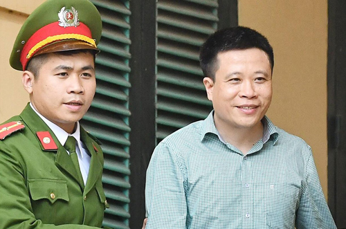 Cựu chủ tịch Oceanbank Hà Văn Thắm (lĩnh án chung thân trong vụ án khác) bị triệu tập đến tòa với tư cách nhân chứng. Ảnh: Giang Huy
