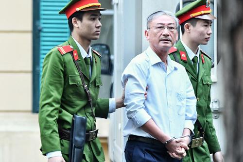 Bị cáo Nguyễn Xuân Thắng trước giờ khai mạc phiên tòa. Ảnh: Giang Huy