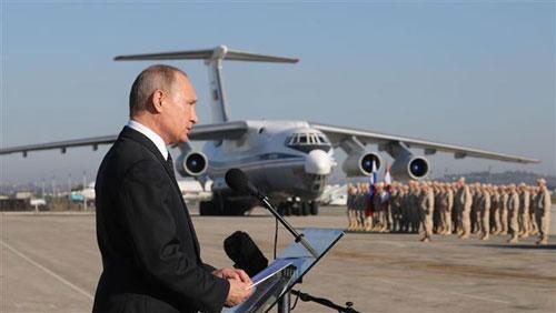 Putin phát biểu trước các binh sĩ Nga tại căn cứ Hmeymim, Syria năm 2017. Ảnh: Sputnik.