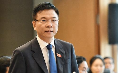 Bộ trưởng Tư pháp Lê Thành Long trả lời chất vấn. Ảnh: Giang Huy