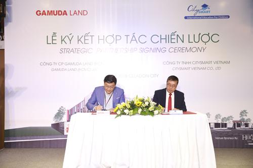 Đại diện bên Gamuda Land và CitySmart kí kết hợp tác chiến lược.