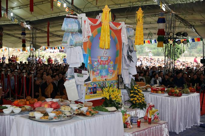 Đức Gyalwang Drukpa cầu siêu cho hương linh đã mất