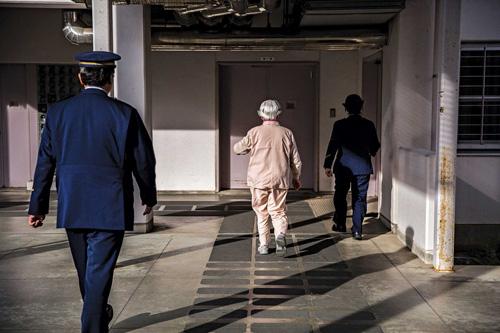 Chi phí chăm sóc phạm nhân cao tuổinăm 2015tăng khoảng 80% so với 10 năm trướclên hơn 50 triệu USD. Ảnh: Bloomberg.