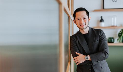 Darren Chan, người sáng lập ra trang web mai mối giữa đàn ông giàu có lớn tuổi và các cô gái trẻ. Ảnh: SCMP.