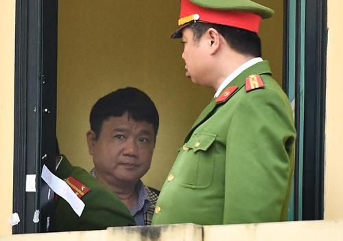 Ông Đinh La Thăng trước giờ mở phiên tòa.Ảnh: Giang Huy