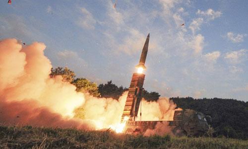 Tên lửa đạn đạo Hyunmoo II của quân đội Hàn Quốc phóng thử. Ảnh: KBS.