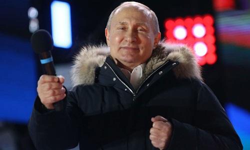 Ông Putin dự một cuộc mít tinh của những người ủng hộ tại Quảng trường Manezhnaya ở Moscow hôm 18/3. Ảnh: AFP.