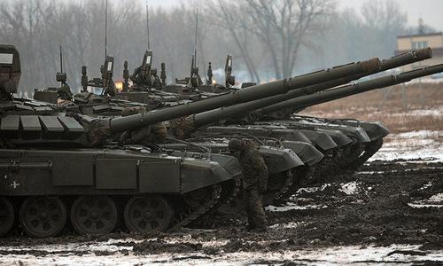 Xe tăng T-72 tham gia diễn tập với chiến thuật mới. Ảnh: Sputnik.